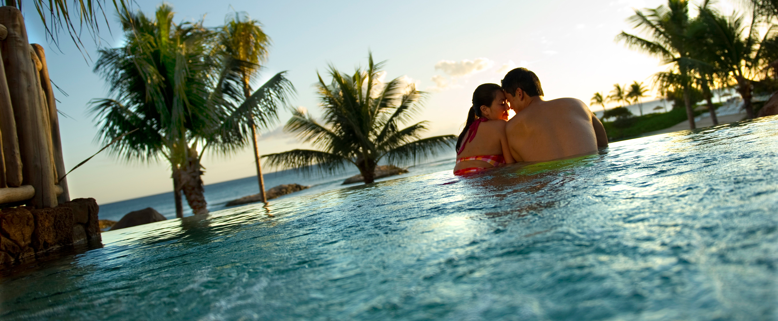 Outdoor whirlpool spas aulani hawaii resort spa for Spa vacations for couples