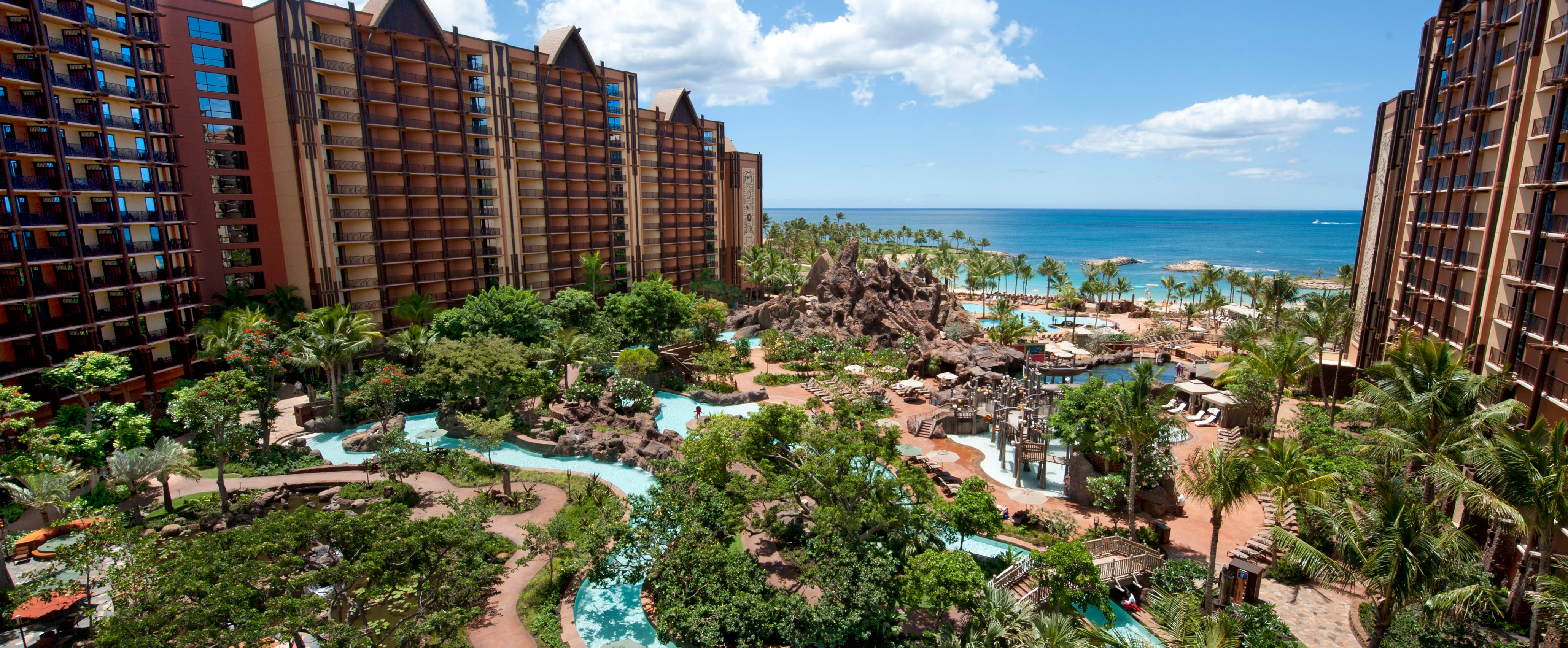 Multiple pools, waterslides and a lazy river can be found between the 2 towers of Aulani